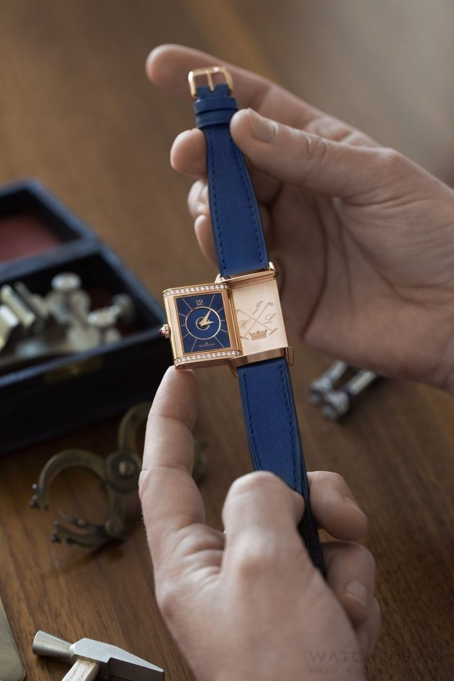 jaeger-lecoultre_polo_ambassador_clare_milford_haven_personalises_her_reverso_watchc_johann_sauty_1