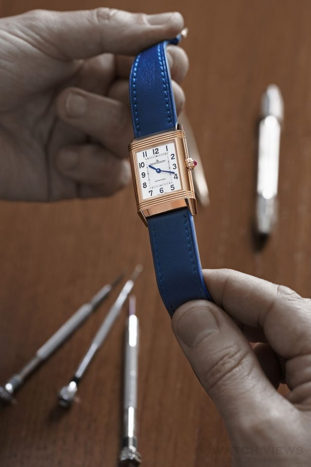 jaeger-lecoultre_polo_ambassador_clare_milford_haven_personalises_her_reverso_watchc_johann_sauty_3