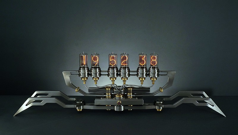 M.A.D.Gallery展出 Frank Buchwald驚豔新作Nixie Machine II以真空管機械創作的Machine Lights怪獸燈系列