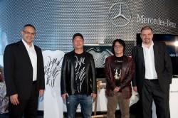 (左起)台灣賓士總裁康柏瀚先生、蕭青陽老師、林炳存老師與副總裁波利斯先生於兩件大師作品前合影.jpg
