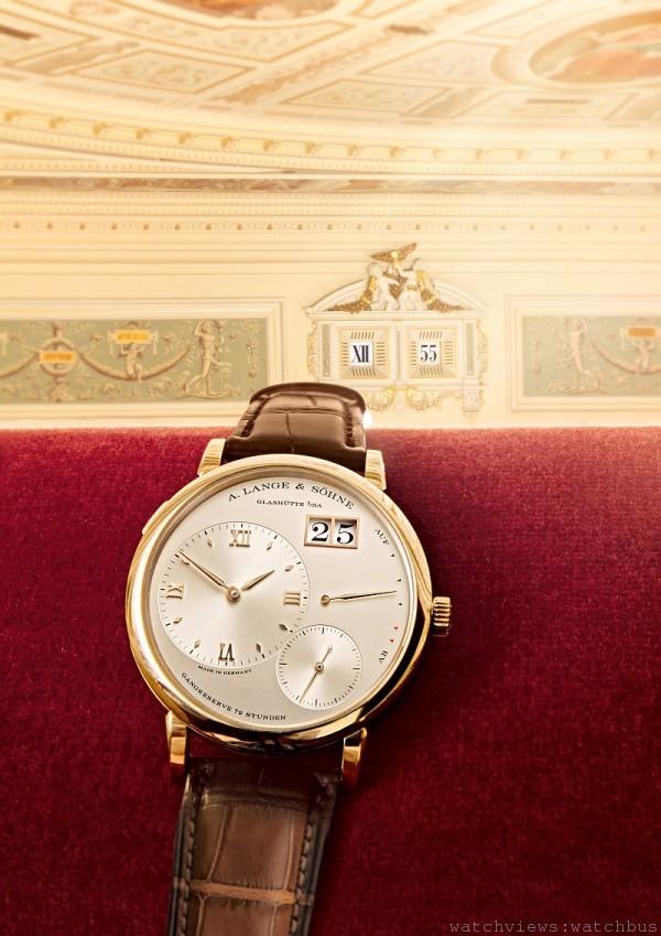 GRAND LANGE 1 與森帕歌劇院的五分鐘數字鐘:連繫傳統。