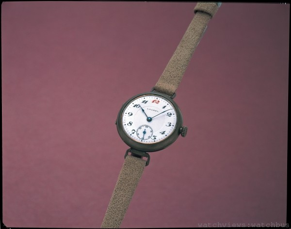 日本國內自製的第一只腕錶「LAUREL」(1913年):日本大正2年,當時除了部分進口的腕錶,仍是懷錶當道的年代。SEIKO於此時看見腕錶時代的來臨並投入研發。於1913年完成第一只日本製腕錶「LAUREL」。以當時技術生產腕錶極為困難,懷錶每日約可生產200個,而Laurel每日產量僅約30個。