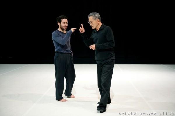 導師林懷民之邀,具有亞洲血統的巴西舞蹈門生愛德華多•福島在臺灣雲門舞集(Cloud Gate Dance Theatre)度過了一年時間