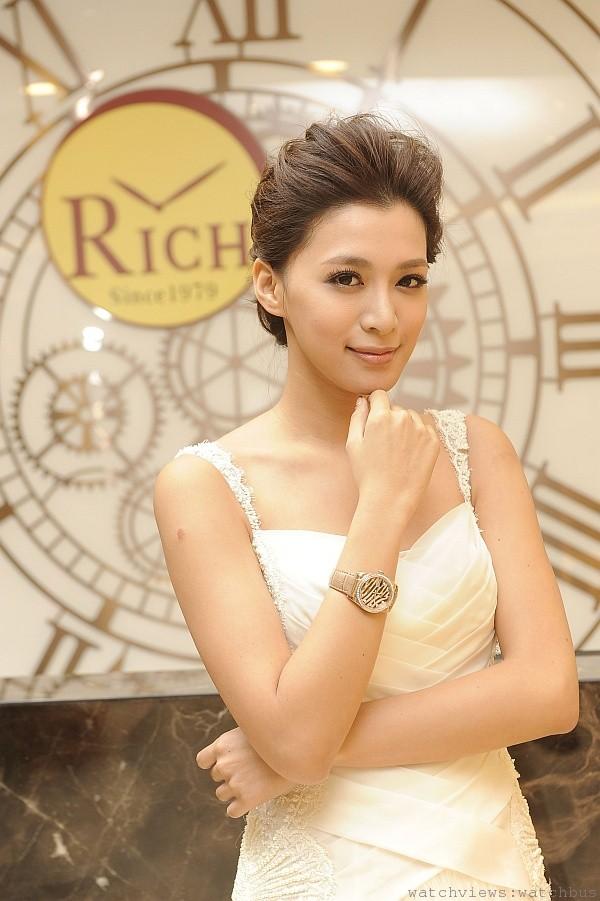 藝人王思平擔任富貴鐘錶大興旗艦店開幕嘉賓,佩戴ROLEX鑽錶壓軸走秀