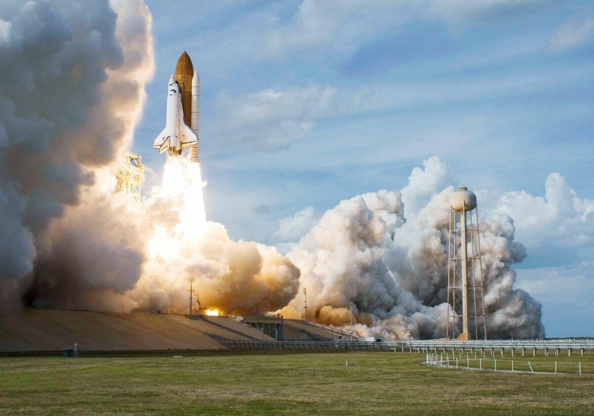BALL Engineer Hydrocarbon Spacemaster Captain Poindexter精準時計 ,向領導太空梭旅程的Alan Poindexter隊長致敬