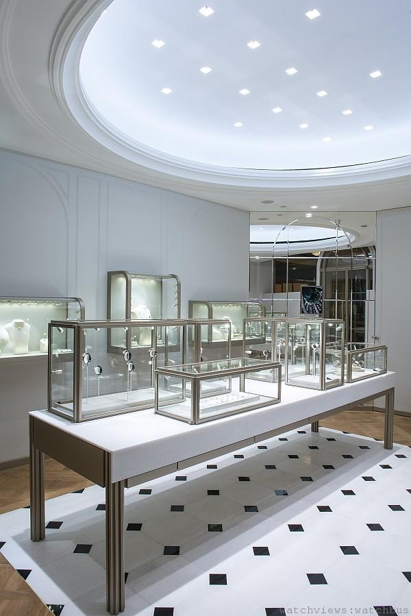 專賣店前半部的珠寶展示空間