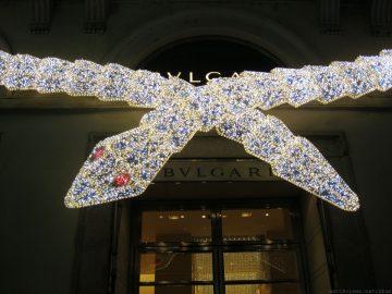 寶格麗光彩熠熠的Serpenti蛇形系列點亮銀色聖誕佳節的華麗光芒
