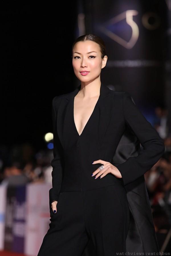 鄭秀文入圍金馬第50屆最佳女主角,配戴伯爵珠寶豔冠群芳。