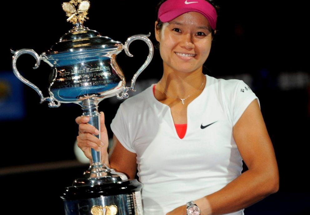 勞力士代言人李娜勇奪首座澳洲網球公開賽冠軍盃,蠔式恒動日誌型36毫米腕錶綻放腕間