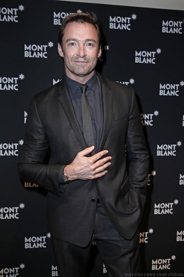 萬寶龍品牌形象大使休傑克曼(Hugh Jackman)佩戴全新萬寶龍Meisterstück Heritage系列萬年曆腕錶。