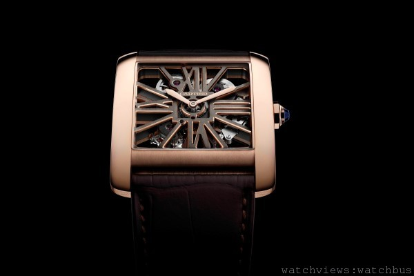 [2014 SIHH 卡地亞呈獻] 標誌性機芯的優雅與個性:Tank MC雙色鏤空腕錶