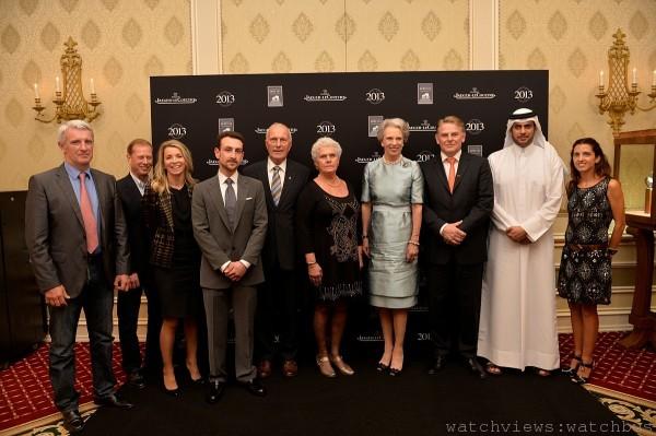 丹麥貝尼迪克公主(右四)贈與年度三名最佳育馬者積家 Reverso腕錶,與世界體育用馬育種聯合協會最佳育馬者合影