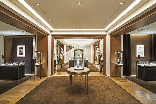 卡地亞台北101專賣店二樓,陳列高級製錶沙龍與HOME配件專區,增添藝術氣息。