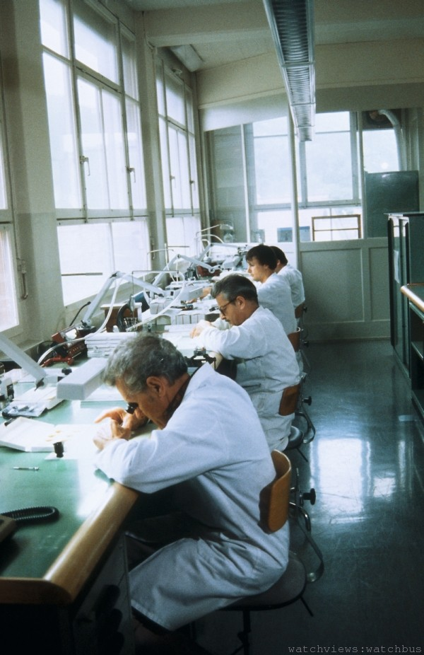 Oris 1980年代的品管部門;所有零件、機芯等模組,在組裝前都須受到嚴縝的檢測。