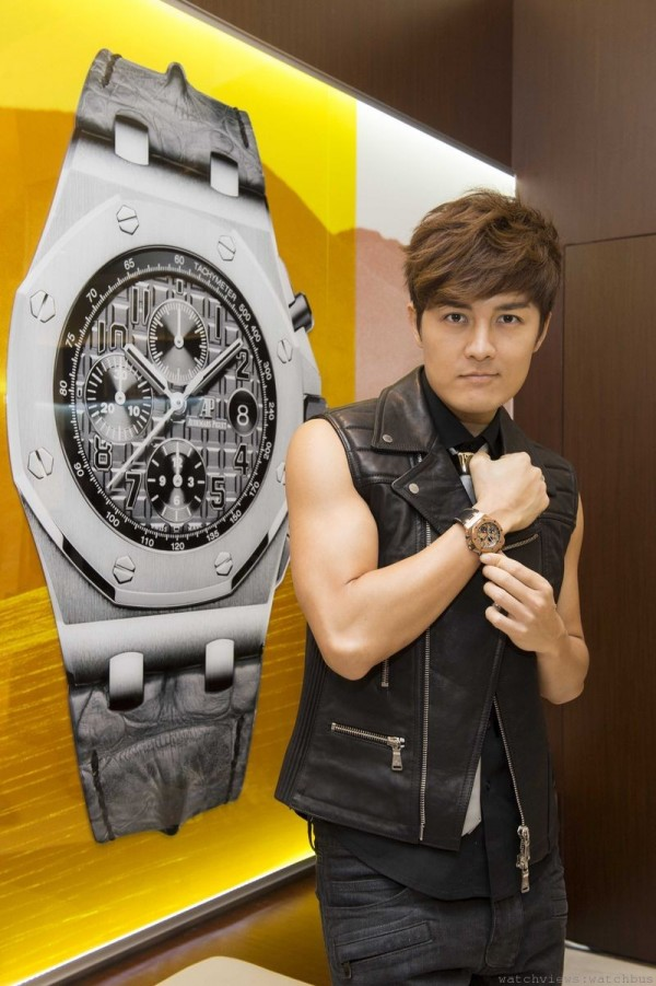 創作偶像歌手吳克羣搶先鑑賞愛彼剛抵台的各款新品與歷史錶款,直呼精采。