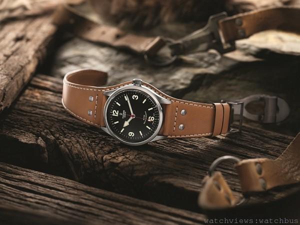 Heritage Ranger腕錶,不銹鋼錶殼,錶徑41毫米,ETA2824自動上鍊機芯,動力儲能48小時,防水150米,不銹鋼錶帶、皮錶帶或袖扣式錶帶配摺扣及保險扣,全緞面磨砂修飾,另配備迷彩織紋錶帶配帶扣。