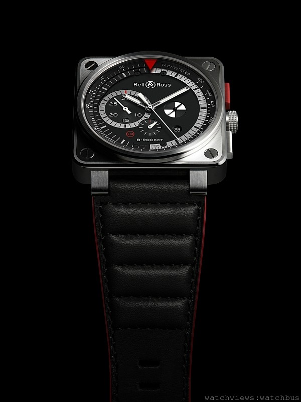BR01 B-Rocket,不鏽鋼錶殼,錶徑46毫米,計時按鈕包覆聚碳酸塑膠合金,時、分、小秒針、日期、計時碼錶附測速儀,自動上鍊機芯,防水100米,紅邊紅襯裡墊皮錶帶。