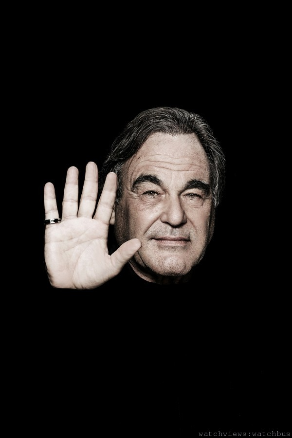 國際知名大導演 奧利佛•史東Oliver Stone 配戴寶格麗「Save the Children」銀質黑陶瓷戒指