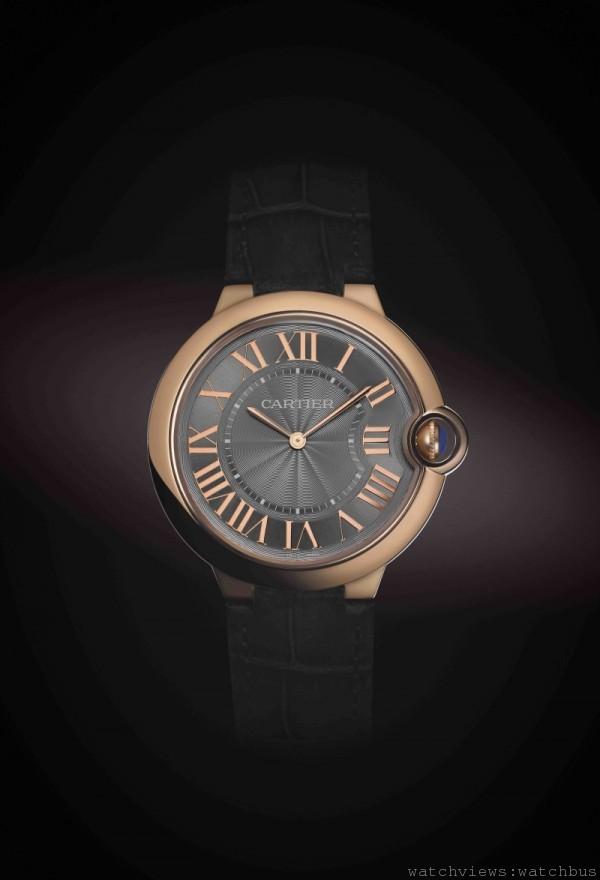 Ballon Bleu de Cartier 超薄腕錶,18K玫瑰金或鈀金錶殼,錶徑40毫米,厚度6.9毫米,時、分顯示,430MC 手上鍊機芯,防水30 米。