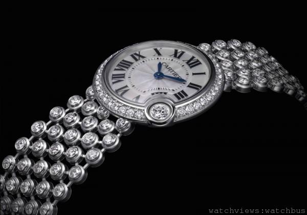 Ballon Bleu de Cartier 腕錶,18K 白金錶殼鑲嵌總重0.7 克拉美鑽,錶 徑24 毫米,時、分顯示,056 石英機芯,18K 白金鍊帶,防水30 米。