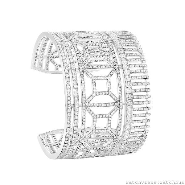 Quatre 白K金鑲鑽手還\,1282顆鑽石,共13.45克拉,定價NTD 6,150,000。