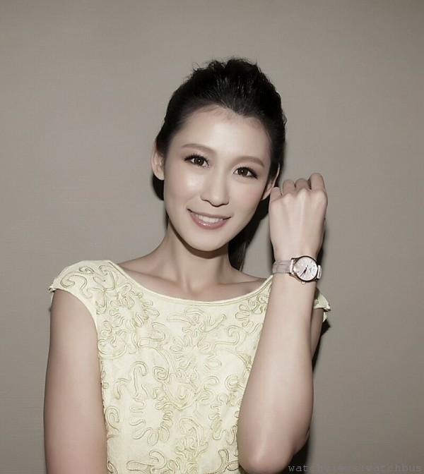 凱渥名模演繹TISSOT Tradition Lady經典系列女裝腕錶