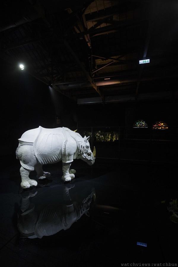 白鴕鳥皮革縫製的犀牛像 (Zou Zou)