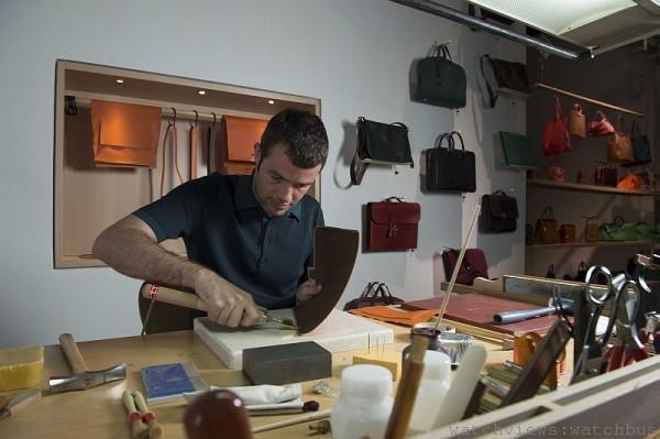 工匠現場縫製Constance包款