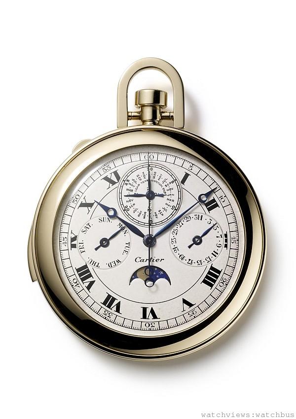 三問懷錶,1927年,卡地亞巴黎。追針計時,萬年曆和月相顯示;K金,機械機芯,三問報時,追針計時,48個月萬年曆,月相顯示,鍍銠,  經8方位校準,40個寶石軸承,瑞士槓桿式擒縱結構,雙金屬擺輪,寶璣擺輪游絲。 直徑:5.12 CM