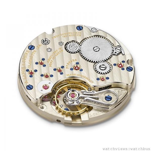 1815 Up/Down 腕錶所搭載的L051.2手上鍊機芯,架構非常簡單,卻經過朗格最嚴格的品質控管與精心修飾。幾乎所有德式製錶工藝的特徵都能在這枚機芯上找到,當然,也包括難以挑剔的精準與可靠。