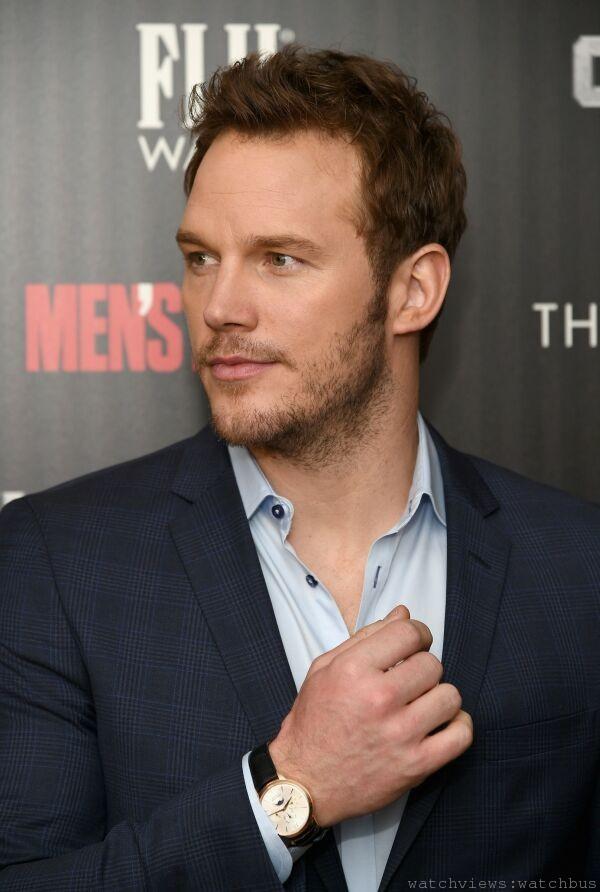 「星際異攻隊」男主角克里斯普瑞特(Chris Pratt)佩戴萬寶龍Meisterst_ck Heritage大師傑作傳承系列玫瑰金萬年曆腕錶,出席該電影的紐約首映會。
