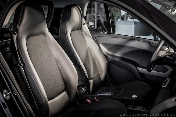 smart nightpurple 內裝黑色皮質座椅