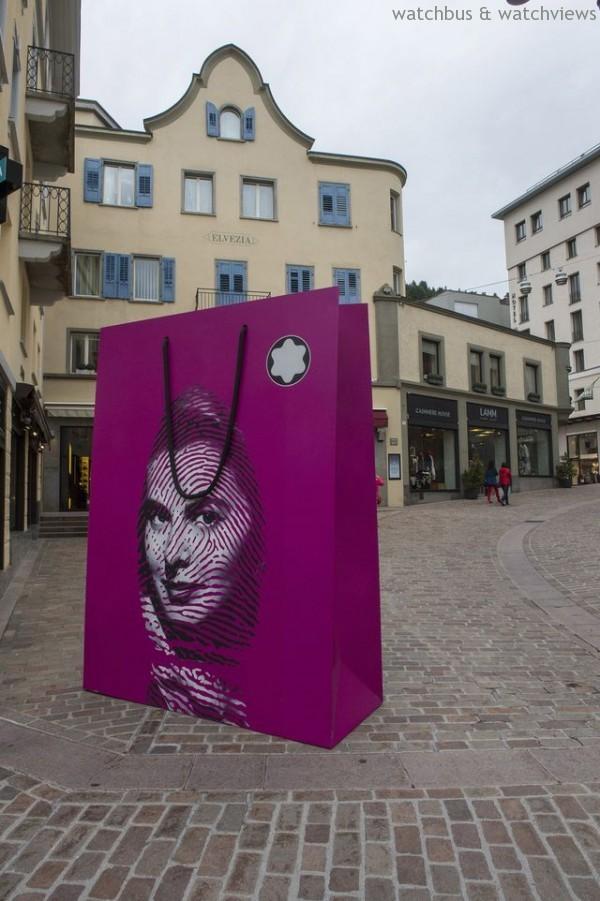 2011年中國藝術家鄒操創作之「Everlasting Classic」萬寶龍購物袋雕塑藝術作品