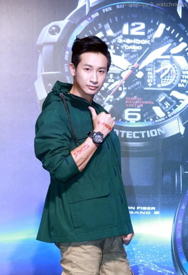Darren酷愛戶外運動,配戴G-SHOCK GPW-1000-1A,建議售價NT$27,000。