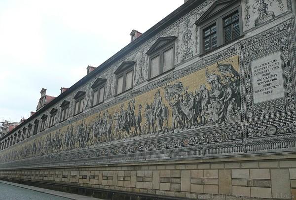 Lange & Heyne的錶款系列以德雷斯頓主要觀光景點「王侯馬列圖」牆上的君王為名,相當特別。