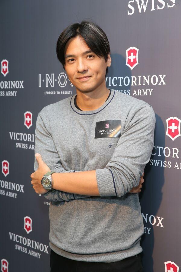 著名電影導演及演員馮德倫先生(Stephen Fung)蒞臨現場,示範全新I.N.O.X.腕錶。