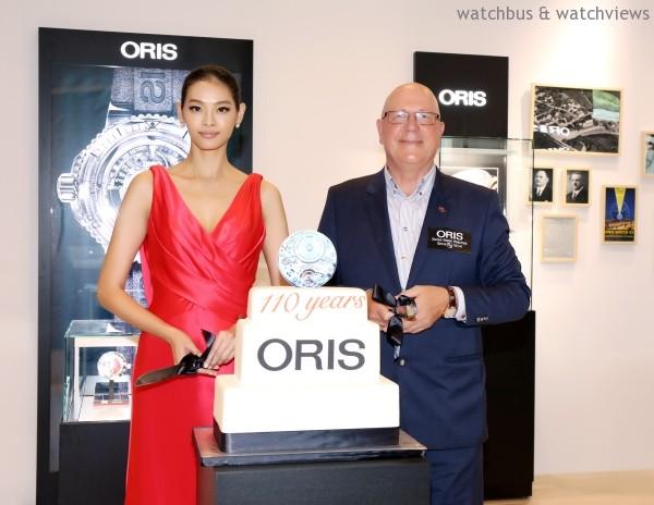 Oris 全球執行總裁 Ulrich與超模林嘉綺共同為活動切蛋糕揭幕