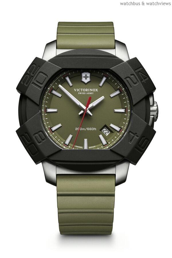 Inox石英大三針腕錶,不鏽鋼錶殼,錶徑43毫米,時、分、秒、日期,Ronda 715石英機芯,防水200米,橡膠錶帶。