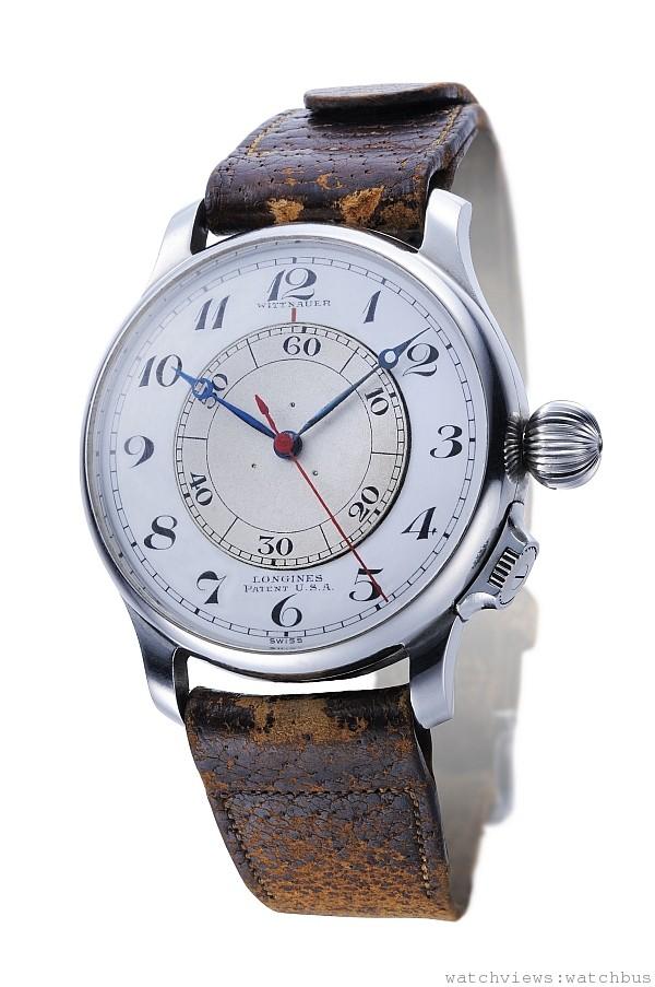 所有會留名青史的偉大成就往往都是眾人合作的結果,當美國海軍的導航專家Philip Van Horn Weems溫氏將軍與浪琴表攜手交流時,就同時在鐘錶工藝與導航領域立下了里程碑。 溫氏將軍是全球公認的海上與空中導航專家,他與浪琴表合作開發了一款特殊腕錶,用以取代笨重且難以伺候的航海天文鐘。 一個置於面盤的旋轉盤可以由專用錶冠操作,當收到電台所發送的無線電信標準時間時,可以快速以副錶冠修正秒差並鎖定。例如:當相較於無線電信標準時間腕錶快了15秒, 就將最內圈旋轉面盤60的刻度對準面盤上15分鐘的刻度,以此修正後的60秒刻度內圈旋轉面盤作為實際讀秒時參考的 「second track」,搭配航圖後就可以簡單的為自己定位並進行導航。 此款腕錶在1919年正式通過了國際航空聯合會認證,並供應給該單位的飛行員使用,也因此浪琴表對於國際航空業的偉大貢獻自可說是不言可喻。