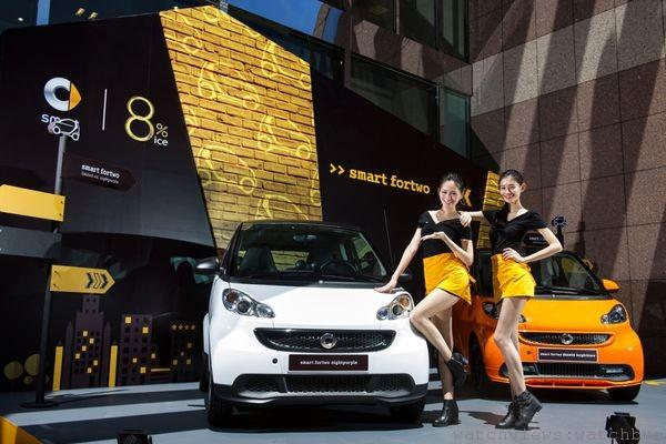 smart推出knightblaze 與 nightpurple兩款特仕車。