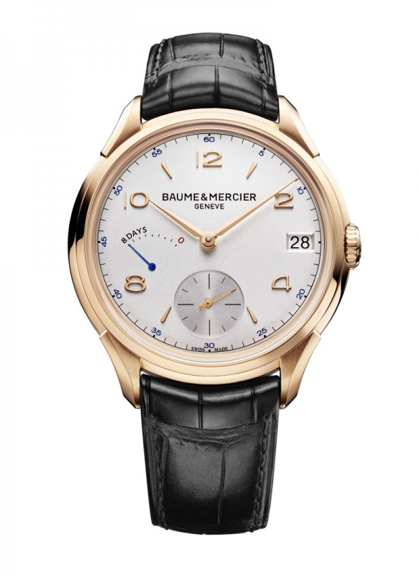 名士特別推出克里頓八日動力儲存腕錶,令品牌傳奇腕錶系列克里頓再添一款傑作。弧形錶盤以銀色蛋白石打造,飾有蝸形飾紋,6時位置設小秒針,9時位置設動力儲存顯示,附有鉚釘式錶刻數字及錶刻。直徑為45.5毫米的18K紅金錶殼內搭載錶廠特製手動上鏈機械機芯,動力儲存長達192小時。這款腕錶限量發行185枚,象徵瑞士鐘錶品牌名士創立185年的悠久歷史。