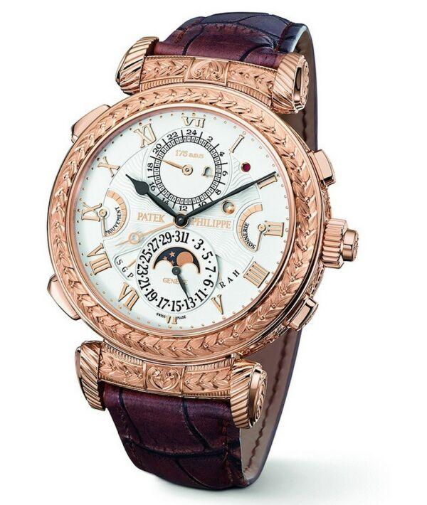 大師弦音腕錶(Grandmaster Chime)是百達翡麗首款不分正反面的雙面腕錶,即兩面均可朝上佩戴:一面為時間顯示和自鳴功能。