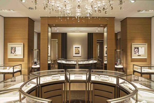 卡地亞台南新光三越西門專賣店的空間配置重新規畫,開闊的陳列、動線,與穿透性的開放空間,更寬敞明亮,提供消費者一目了然的選擇。