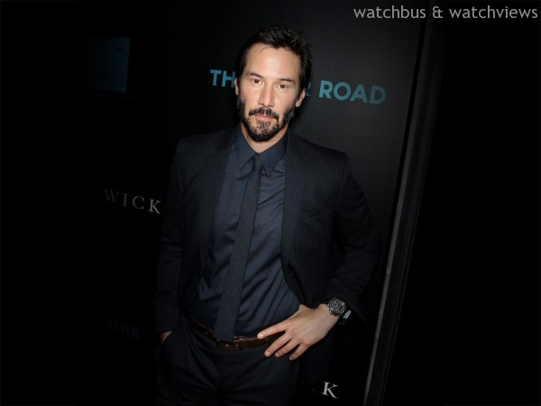 Keanu Reeves配戴柏拉維 Traveltec三地時區計時碼錶,建議售價NTD383,000。