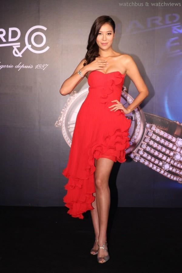 林又立以一身奢華紅色禮服佩戴Eberhard 2014新款Gilda特別版仕女腕錶。