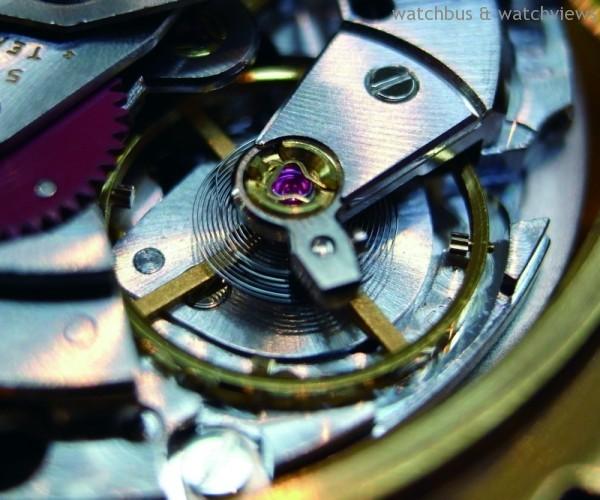 Rolex機芯都搭載雙層游絲,擺輪擺動的等時性佳,走時精準。