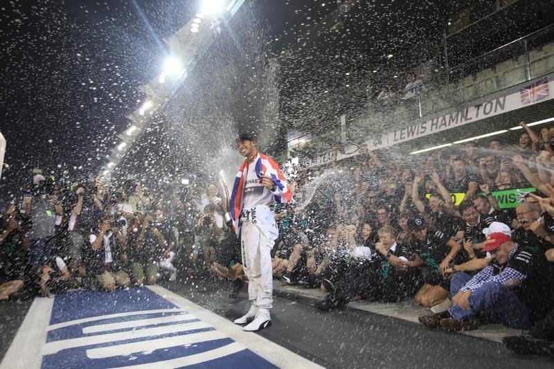 強勢登頂!IWC品牌大使Lewis Hamilton奪下生涯第二座F1年度總冠軍!