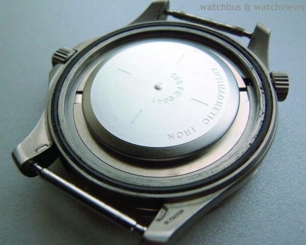 Omega的Seamaster背蓋內裝有防磁軟鐵,具有一定水準的抗磁功能。