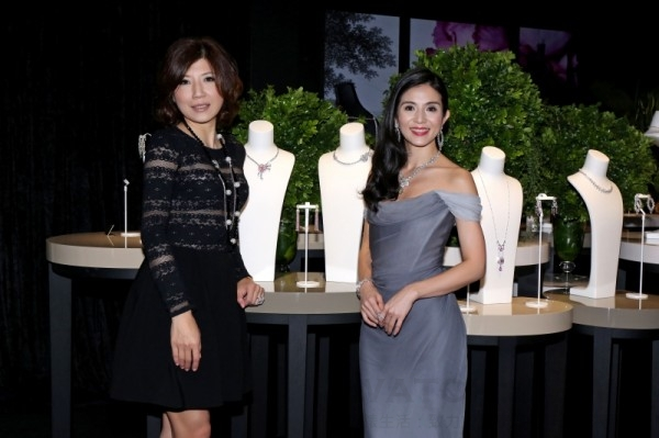 (左起)伯爵台灣區董事總經理劉玉璇與玉女天后楊采妮合影。
