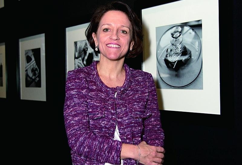 揮灑火焰與繪畫的極致藝術:琺瑯彩繪大師Anita Porchet Perrenoud